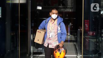FOTO: Angkut Sebagian Barangnya, Yudi Purnomo Tinggalkan Gedung KPK