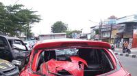 Mobil Mazda yang dikemudikan seorang dokter menabrak pemotor di Jalan Kesehatan, Gambir, Jakarta Pusat.(Foto:Liputan6/Ady Anugrahady)