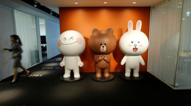 Tampak karakter LINE di kantor pusat LINE di Jepang, 2 Juni 2016. Perusahaan jejaring sosial LINE akan membuka penawaran umum perdana atau IPO kepada publik di bursa efek Tokyo. (REUTERS/Toru Hanai)