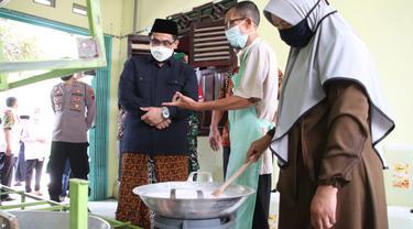 Gula cair singkong Punggelan, Banjarnegara. (Foto: Liputan6.com/Felek Wahyu)