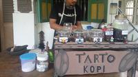 Tarto Kopi di Yogyakarta menjual secangkir kopi dengan harga sukarela