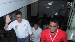 Sekjen PDIP Hasto Kristianto (kiri) bersama para sekjen partai pendukung capres dan cawapres Jokowi-Ma'ruf  saat akan melaporkan dana awal kampanye Pilpres 2019 di Gedung KPU, Jakarta, Sabtu (22/9). (Liputan6.com/Herman Zakharia)