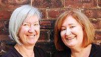 Helen (Kiri) dan Sarah (kanan) nenek dengan usia pertengahan abad yang terus semangat belajar
