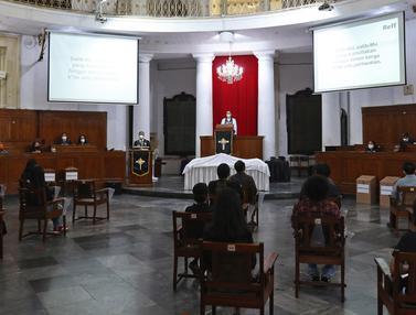 FOTO: Gereja Immanuel Jakarta Gelar Misa Jumat Agung Secara Terbatas