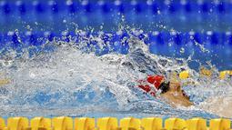 Perenang Inggris, Luke Greenbank, berlomba di nomor 200m gaya punggung putra Pesta Olah Raga Eropa 2015 di Baku, Azerbaijan. (26/6)   (REUTERS/Stoyan Nenov)