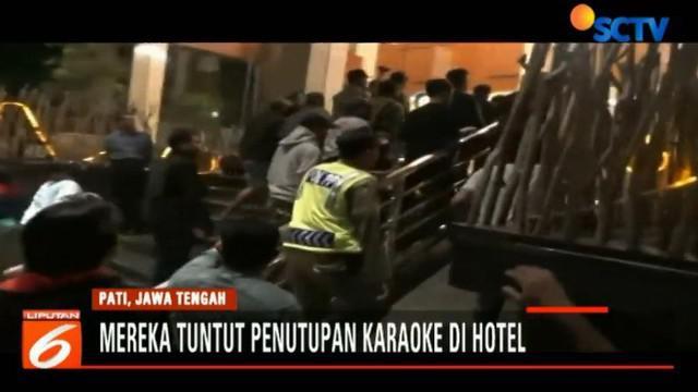 Ratusan pemandu karaoke menuntut Pemkab Pati untuk menutup juga fasilitas karaoke di hotel milik Wakil Bupati pati.