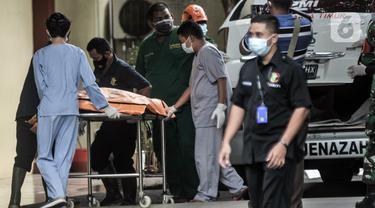 FOTO: 3 Kantong Jenazah Temuan Kecelakaan Sriwijaya Air SJ 182 Tiba di RS Polri
