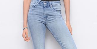 4 Model Celana Perempuan yang Mudah di Mix & Match / copyright shutterstock