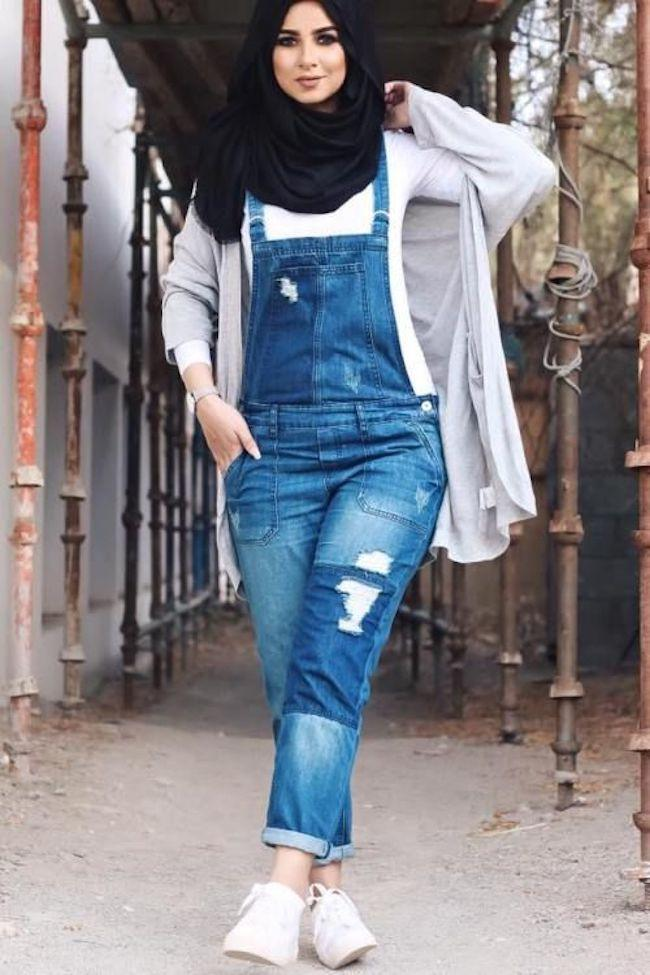 Tampilan kasual dengan overall untuk cewek berhijab. (sumber foto: Just trendy girls/pinterest)