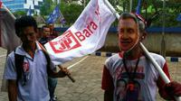 Giman berjalan kaki dari Malang sejak 21 September 2014 untuk menyindir Amien Rais yang dianggap ingkar janji.