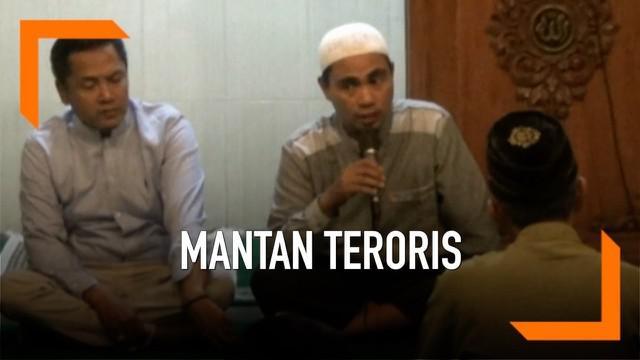Sejumlah mantan narapidana kasus terorisme berkumpul di Yogyakarta hari Jumat (17/5). Mereka berdiskusi tentang berbagai macam isu keamanan jelang pengumuman hasil pemilu. Termasuk aksi polisi tangkap beberapa terduga teroris.