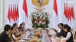 Presiden Joko Widodo berbincang dengan CEO Alibaba Jack Ma di Istana Bogor, Jawa Barat, Sabtu (1/9). Pemerintah Indonesia mengusulkan kepada Jack Ma agar membuat Jack Ma Institut di Indonesia.(Liputan6.com/Pool/Biro Pers Setpres)