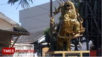 Patung Singo Ulung seni tradisional berdiri gagah yang mngisagkan ceriga rakyat, di Perempatan hotel palem, tepatnya di Jalan A Yani Bondowoso (TIMES Indonesia/Moh Bahri)