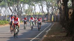 Peserta bersepeda pada acara Gowes Merdeka di BSD City, Tangerang Selatan, Minggu (18/8/2019). Gowes Merdeka yang diikuti 3.000 dari 23 perusahaan grup Astra, 3.000 dari TNI-Polri dan 500, komunitas sepeda Jabodetabek digelar dalam rangka merayakan HUT ke-74 RI. (Liputan6.com/Fery Pradolo)