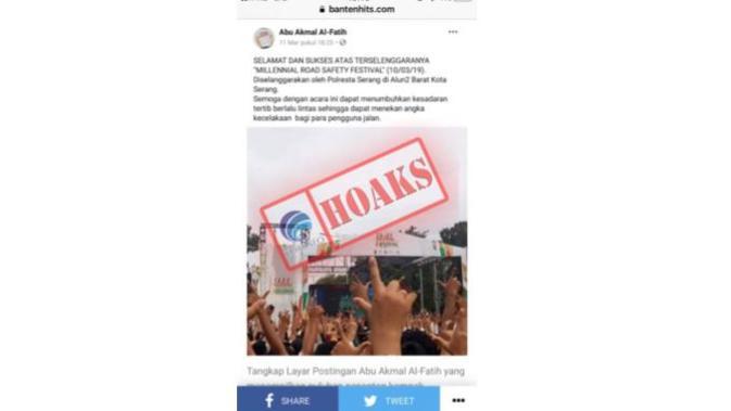 Hoaks Foto Kompak Penonton yang Acungkan Salam Dua Jari di Millenial Road Safety Festival. Dok: Kemkominfo