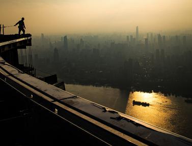 FOTO: Aktivitas Pekerja Bangunan Bertingkat Tertinggi di Wuhan