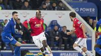 Paul Pogba bertugas sebagai kapten Manchester United (MU) saat ditahan Leicester City 2-2 di King Power Stadium, Minggu (24/12/2017) dinihari WIB. (Roland HARRISON / AFP)