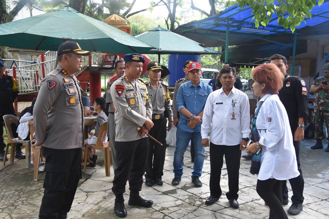 Kapolda Jabar Irjen Pol Agung Budi Maryoto, memantau TPS 05 Bojongkoneng, Kecamatan Babakan Madang, Kabupaten Bogor, Rabu (27/6/2018). (Liputan6.com/Achmad Sudarno)