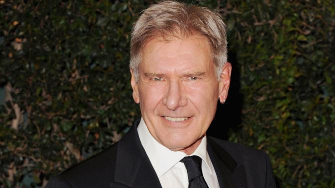 Tak biasanya produser menawarkan aktor tenar secara terbuka.Namun, Harrison Ford dijadwalkan main Star Wars Episode VII.