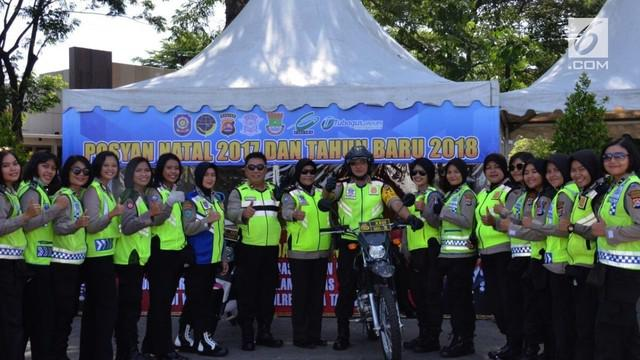 Jelang pelaksanaan Misa Natal 2017, Polresta Tangerang mengerahkan puluhan polisi wanita yang mengendarai motor trail atau Polwan Motoris.