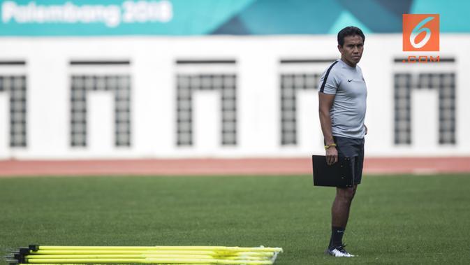 Pelatih Timnas Indonesia, Bima Sakti. (Bola.com/Vitalis Yogi Trisna)#source%3Dgooglier%2Ecom#https%3A%2F%2Fgooglier%2Ecom%2Fpage%2F%2F10000