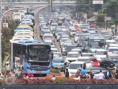 Macet Hari Buruh-Jakarta-Angga Yuniar-20170501