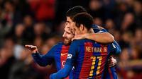 Trio Lionel Messi, Luis Suarez, dan Neymar merayakan gol Barcelona ke gawang Celta Vigo pada laga La Liga di Camp Nou, Sabtu (4/3/2017). (AFP/Lluis Gene)