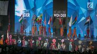 "Parade bendera 43 negara peserta pada Penutupan Asian Para Games 2018 di Stadion Madya, Gelora Bung Karno, Jakarta, Sabtu (13/10). Upacara penutupan bertajuk ""We Are One Wonder"" dihadiri oleh Wakil Presiden RI Jusuf Kalla. (merdeka.com/Imam Buhori)"