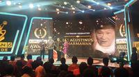 Lee Agustinus Dharmawan, tenaga medis yang memberikan pengobatan kepada masyarakat dengan cuma-cuma alias gratis.  (Liputan6.com/Nanda Perdana)