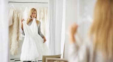 6 Hal Yang Harus Dibawa Saat Mencoba Gaun Pengantin Fashion