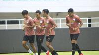 Pemain PSIS Semarang berlatih di Stadion Pakansari, Cibinong, Kamis (21/11/2019), jelang pertandingan kontra Tira Persikabo yang akan digelar Jumat (22/11/2019). (Bola.com/Permana Kusumadijaya)
