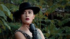 Foto Session Indah Dewi Pertiwi dengan Balutan Busana Gothic & Kasual