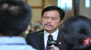 Anggota Komisi VII DPR RI Ramson Siagian saat Rapat Dengar Pendapat dengan Dirjen Minerba, kamis (24/5/2018).
