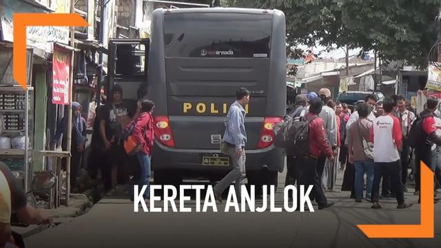 Pasca anjloknya Krl menuju Bogor, Polresta Bogor menyediakan bus dan truk bagi penumpang krl. Bus mengangkut penumpang ke terminal bus dan stasiun Bojong Gede