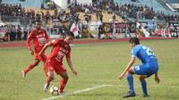 Semen Padang mengalahkan PS Mojokerto Putra 2-1 di Stadion Haji Agus Salim Padang, Rabu (24/10/2018). (Bola.com/Arya Sikumbang)