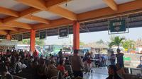 Suasana mudik Lebaran 2019 di Terminal Kampung Rambutan, Jakarta Timur, Jumat (31/5/2019). (Nanda Perdana Putra)