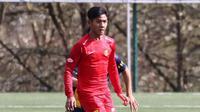 Fox Sports Asia melalui pemberitaannya terkesan dengan debut Firza Andika yang mencetak dua gol ke gawang klub Barcelona. (Instagram/@afctubize_asia_official)