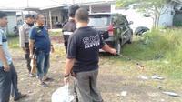 Polisi mengolah TKP peristiwa anak bacok selingkuhan ibunya di Serang, Banten. (Foto: Liputan6.com/Polsek Puloampel)