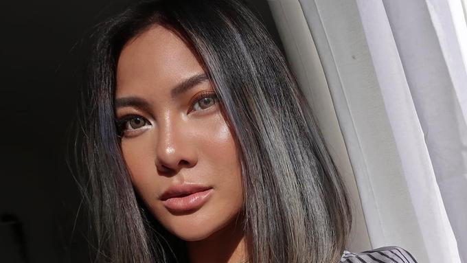 Tips membuat makeup glowing ala Vinna Gracia - Beauty Fimela.com on zürich,