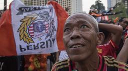 Suporter Persija Jakarta, The Jakmania, merayakan gelar juara Liga 1 saat nonton bareng di Plaza Timur Senayan, Jakarta, Minggu (9/12). Persija juara Liga 1 setelah menang 2-1 atas Mitra Kukar. (Bola.com/Peksi Cahyo)