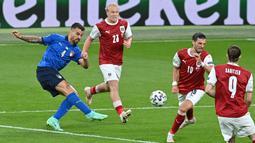 Leonardo Spinazzola telah membuktikan sebagai salah satu bek kiri paling berbahaya di Euro 2020 karena kecepatan dan ketajaman yang dimilikinya. Berdasarkan statistik UEFA, dirinya tercatat sebagai pemain tercepat yang mampu berlari dengan kecepatan 33,8 km/jam. (Foto: AFP/Pool/Justin Tallis)