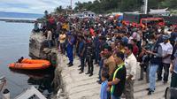 Tim SAR terus mencari titik KM Sinar Bangun yang tenggelam di Danau Toba. (Liputan6.com/Reza Efendi)