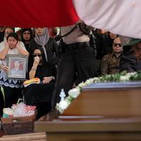 Pemakaman Ayahanda Anjasmara (Deki Prayoga/bintang.com)