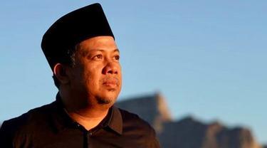 6 Potret Kegiatan Fahri Hamzah Usai Tak Lagi di DPR, Potong Kayu dan Panen Singkong