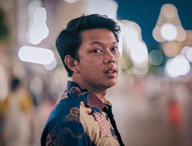 FOTO: Gaya Bayu Skak Pakai Batik di Berbagai Negara, Makin Keren