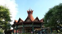 Hanya dengan menunjukkan STNK, theme park ini akan berikan Anda diskon sebanyak 50% selama bulan Mei 2017. (Foto : Akbar Muhibar/Liputan6.com)