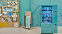 Mengikuti tren, Tiffany & Co. juga berjualan produk di vending machine (instagram/ coventgardenldn)