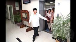 Dihadapan  K.H. Hasyim Muzadi, para aktivis meminta agar Wantimpres memberikan rekomendasi kepada Presiden Joko Widodo untuk tidak melantik calon Kapolri Komjen Pol. Budi Gunawan, Gedung Wantimpres, Jakarta, (30/1/2015). (Liputan6.com/Faizal Fanani)