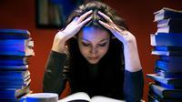 Tidak semua orang dapat menyelesaikan kuliahnya dengan lancar. Beberapa bahkan ada yang tidak menyelesaikan kuliahnya. Mengapa?