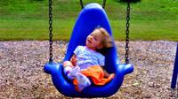 Anak-anak penderita cacat akhirnya bisa menikmati ayunan dengan nyaman.